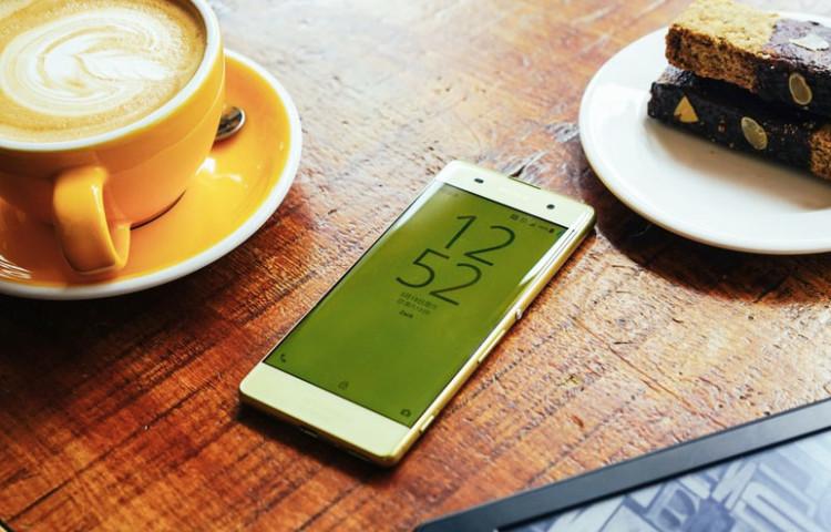 Xperia XA золотой лайм - живые фото