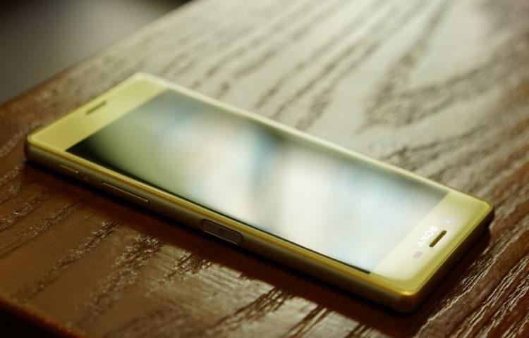 фото Xperia X золотой лайм