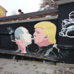Путин и Трамп поцелуй, Вильнюс. Обзор Xperia XZ