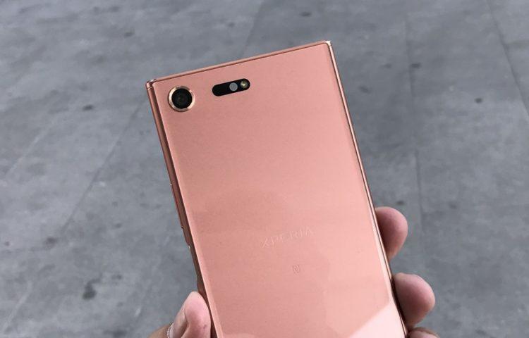Фото Xperia XZ Premium бронзово-розового цвета