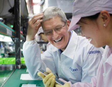 iPhone X бесплатно собирают студенты-стажеры