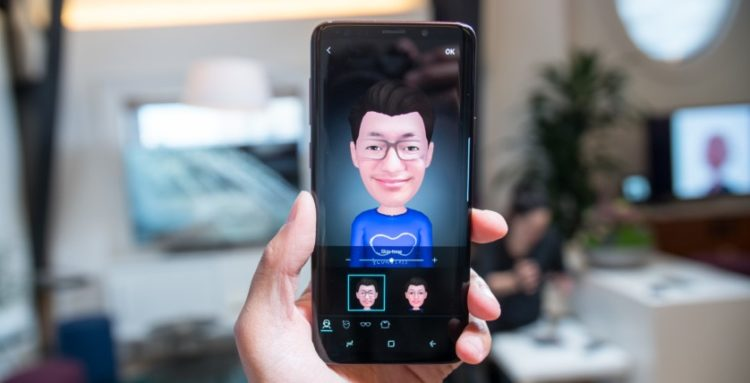 Samsung AR Emoji и Apple Animoji: объясняем разницу