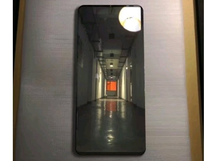 Слитая фотка Huawei Mate 20 Pro обнажила супер-беразмочный дизайн