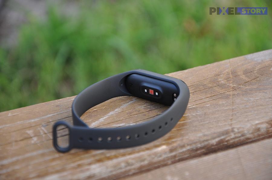 Обзор Xiaomi Mi Band 4. Умные часы больше не нужны