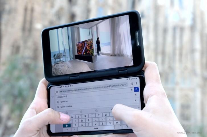 LG V50 ThinQ с чехлом-модулем Dual Screen.